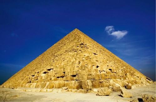 Piramida Agung Giza. Sesuatu yang dilakukan orang kaya Mesir kuno dengan uang mereka.